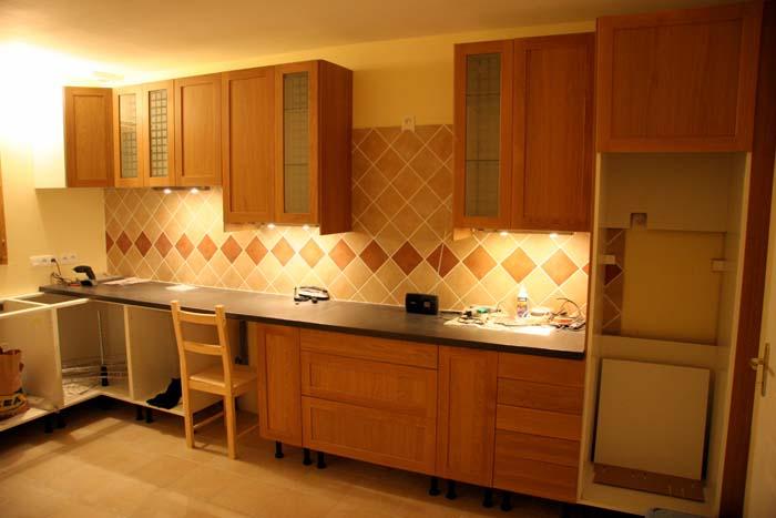Peinture cuisine orange et gris belle cuisine nous a fait l 39 aise dans - Cuisine beige et rouge ...
